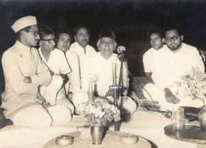800px-A_very_old_pics_of_Talha_Rizvi_Barque_in_Halqa-e-ahbab_Mushaira_at_Ara,_Bhojpur_Bihar